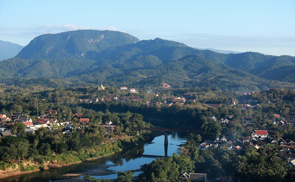 在迷人的寮國古城「龍坡邦」 感受與世無爭的悠閒