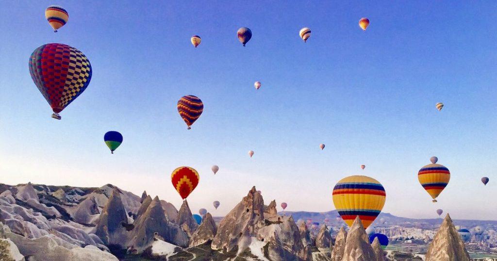 一起翱翔天際!10個熱氣球之旅帶你俯瞰美麗的世界