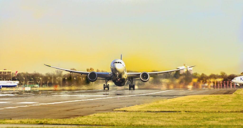最新》AirAsia停飛一個月!疫情影響虎航、長榮等各航空公司取消、改票須知