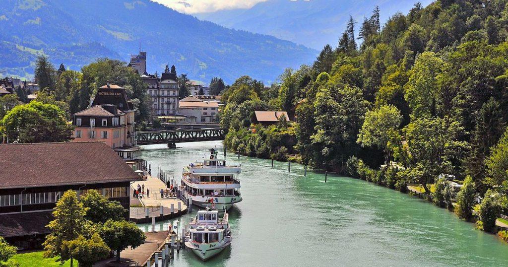 瑞士必遊的因特拉肯!少女峰山下優美小鎮,尋找男神玄彬彈琴的湖畔