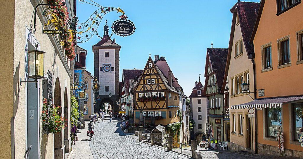 走進童話故事書裡!漫遊世界上10個像繪本的街道